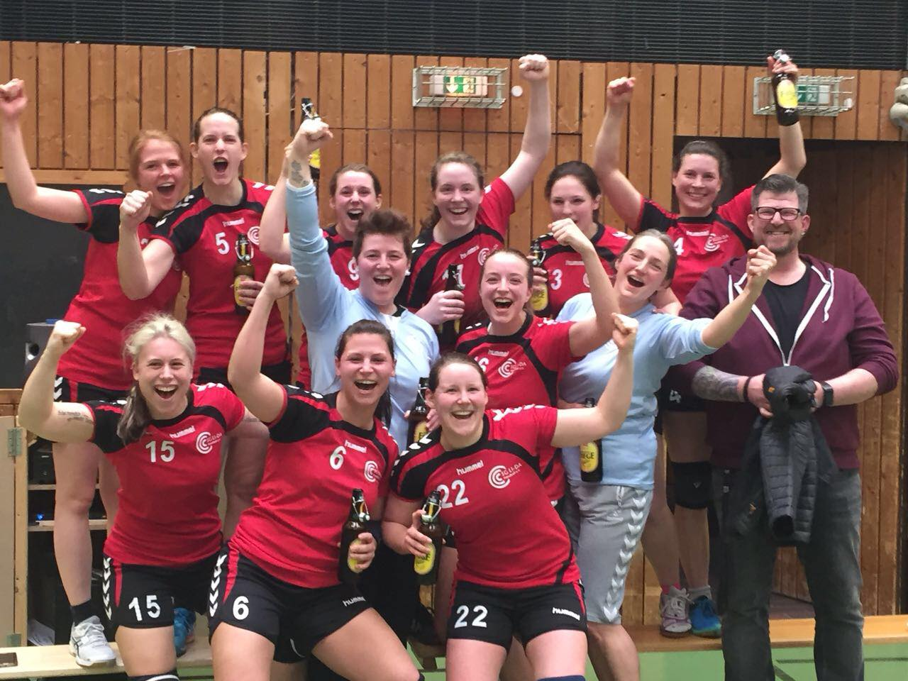 Damen gewinnen Pokalhalbfinale 2018